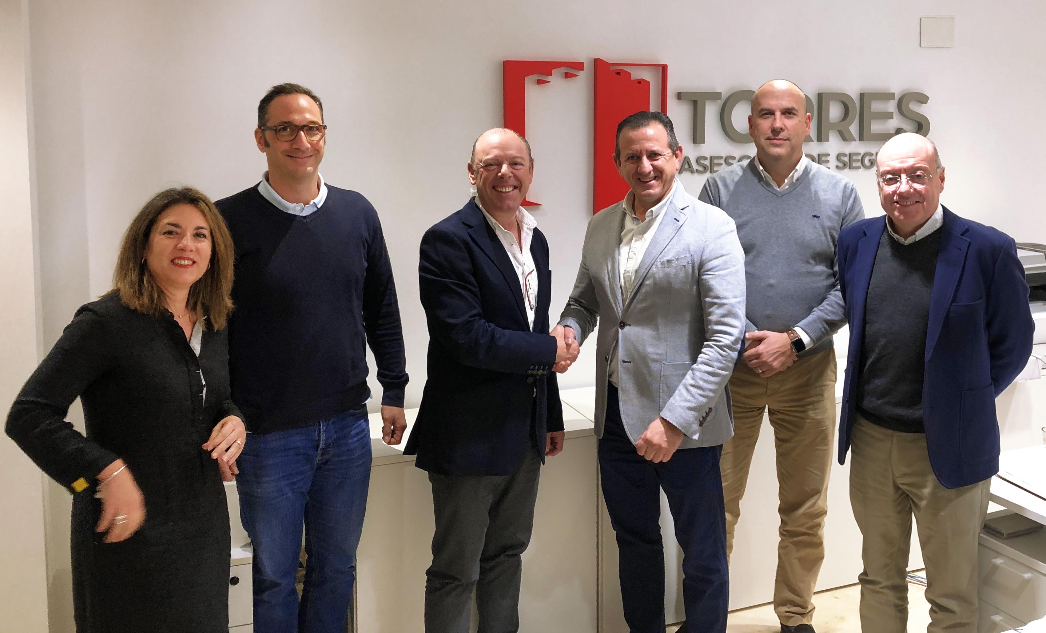 Renovación del acuerdo de colaboración con APEFA. Cumplimos 25 años al lado de los farmacéuticos de Alicante.