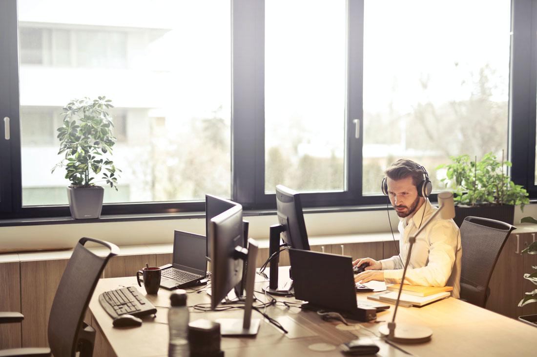Un 77% de los españoles quiere combinar teletrabajo con asistencia presencial
